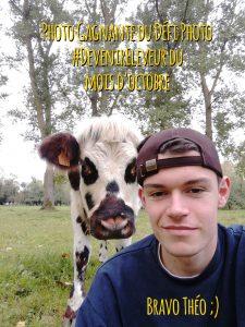 Le gagnant du défi photo du mois d'octobre est Théo, qui remporte deux places pour le salon de l'agriculture grace à son selfie avec sa vache normande