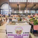 vente de fromage de chèvre au marché