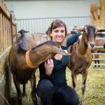 Angélique éleveuse de chèvres et productrice de fromages